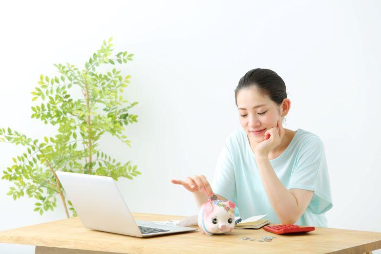 お金がたまらない人の特徴,女性,貯金箱